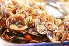 Fried Oysters auf der Platte Stockfotos