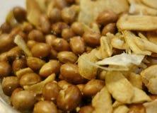 Fried Peanuts y ajo Fotografía de archivo libre de regalías