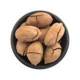 Fried Pecan Nut o Carya dulce entero Illinoinensis con Shell Isolated agrietada Fotos de archivo