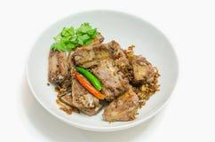 Fried Pork Ribs mit Knoblauch Stockfotografie