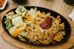 Fried Pork With Spicy Korean sås royaltyfri foto