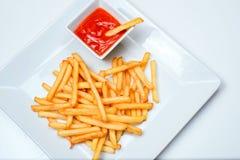 Fried Potato com o tomate no fundo branco Imagens de Stock