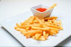 Fried Potato com o tomate no fundo branco Fotografia de Stock Royalty Free