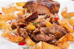Fried Potato-wiggen en Groot Stuk van Getrokken Varkensvlees stock afbeelding