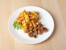 Fried Potatoes con i funghi fotografia stock libera da diritti