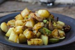Fried Potatoes con las setas Fotos de archivo