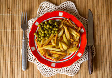 Fried potatoes with green peas Royalty Free Stock Photos
