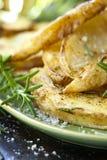 Fried Potatoes med rosmarin arkivbild