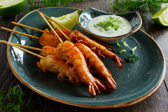 Fried prawns with sauce of yogurt Royalty Free Stock Photos