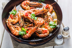 Fried prawns served on hot pan Royalty Free Stock Images