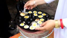 Fried Quails, wenn Pan gekocht wird stock video footage