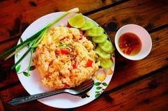 Fried Rice com calamar e camarão imagem de stock royalty free