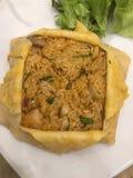 Fried Rice im Omelett Stockbilder