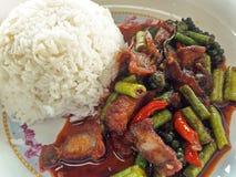 Fried Rice med chiligrisköttcurry Fotografering för Bildbyråer