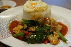 Fried Rice met Spaanse pepersmosselen met Gebraden ei Royalty-vrije Stock Afbeeldingen