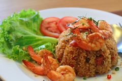Fried Rice mit Tom Yum Kung lizenzfreie stockbilder