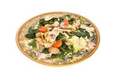 Fried Rice Noodles Topped With-Geïsoleerd Varkensvlees, het Knippen Wegen Royalty-vrije Stock Afbeelding