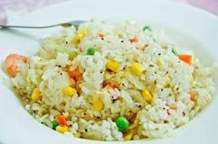 Fried Rice With Shrimp And mezcló verduras Foto de archivo