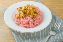Fried Rice Vermicelli vermelho com ovos e chalota Fotos de Stock