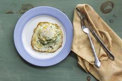 Fried Runny Egg Over Easy stock foto's