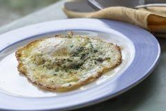 Fried Runny Egg Over Easy stock afbeelding