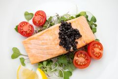 Fried Salmon With Black Caviar Fotografie Stock Libere da Diritti