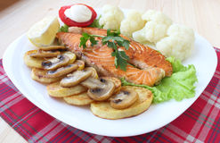Fried salmon with vegetables Royalty Free Stock Photography