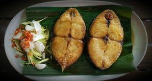 Fried Seerfish con la salsa de pescados dulce Foto de archivo libre de regalías