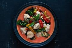 Fried Shrimp Ball With Hot ed erbe piccanti Fotografia Stock Libera da Diritti