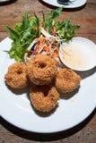 Fried Shrimp-goudklompjes met groenten en schaduw Stock Foto's