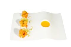Fried Shrimps con salsa sul piatto fotografia stock libera da diritti