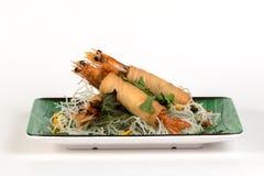 Fried Shrimps si è avvolto e tagliatelle fritte croccanti Fotografia Stock Libera da Diritti