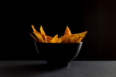 Fried spicy lavash chips in black tureen Royalty Free Stock Photography