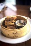 Fried Spring Rolls ispirato asiatico Immagini Stock Libere da Diritti