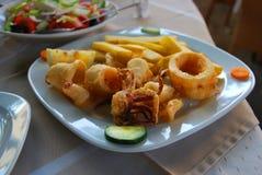 Fried Squids con el pepino en el restaurante Foto de archivo