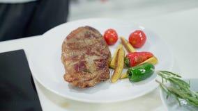 Fried Steak On enkel een Plaat stock videobeelden