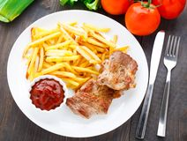 Fried steak with french fries Royalty Free Stock Photos