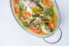Fried Steamed Sea Perch i limefruktsoppas?s royaltyfri bild