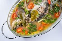 Fried Steamed Sea Perch i limefruktsoppas?s arkivfoton