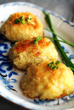 Fried strimlade potatisar med kött Arkivfoto