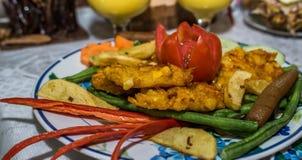 Fried Tempeh, cuisine de l'Indonésie, servie avec le légume images stock