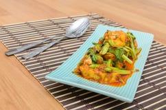 Fried Tofu med kinesisk grönkål i röd currysaurce Royaltyfri Foto