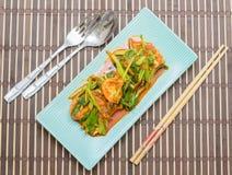 Fried Tofu met Chinese boerenkool in rode kerrie saurce Stock Fotografie