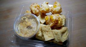 Fried Tofu y maíz mezclados con la harina Imagenes de archivo