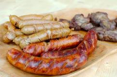 Fried Traditional y salchicha de Viena con la carne asada gitana Imagenes de archivo