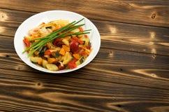 Fried Vegetable Mix med zucchinislut upp fotografering för bildbyråer
