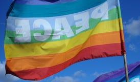 Friedensflaggenschwimmen Lizenzfreie Stockfotografie