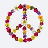 Friedenszeichen gemacht von den frischen Blumen Stockfoto