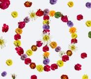 Friedenszeichen gemacht von den frischen Blumen Stockbilder