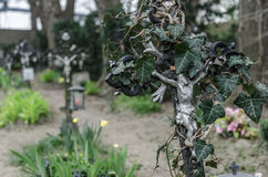 Friedhof auf kreuz Verwachsenes Стоковая Фотография